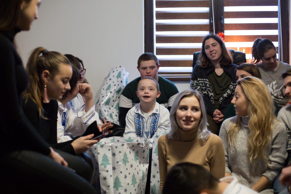 Moșul SSE vizitează copiii cu sindromul down